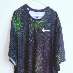 NIKE XXL Mens Green and Black Shirt